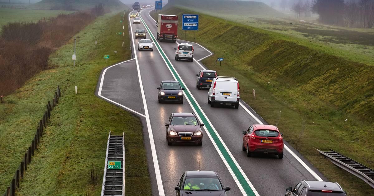 Verkeer muurvast op de N50 tussen Zwolle en Kampen na ongeval.