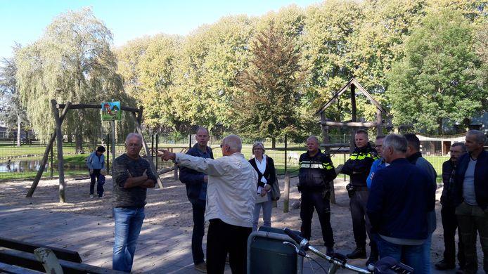 De wijkschouw in De Beemd in Schijndel deed onder meer het hertenkampje aan.