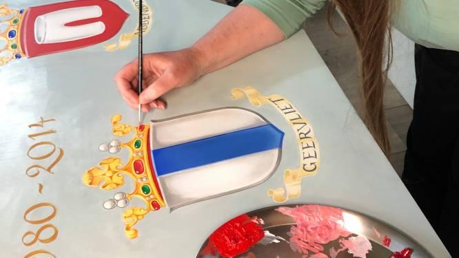 Nieuwe wapenborden houden oude traditie in ere: gemeentewapens in oude stadhuis Geervliet