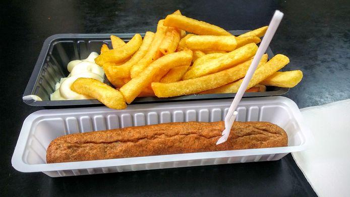 Les connaisseurs vous le répéteront à l'envi: quoi de mieux qu'une bonne fricadelle pour accompagner son paquet de frites.