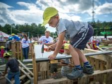 In het Land van Maas en Waal timmert de jeugd weer aan onderkomens