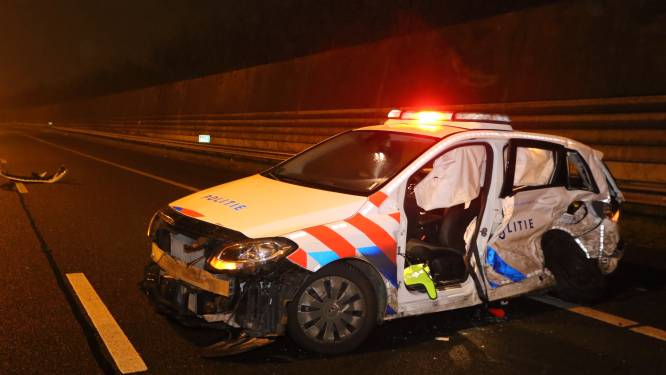 Vrouw die politiewagen ramde is zonder rijbewijs naar huis gestuurd