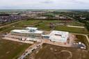 Het nieuwe Rodenborch College in aanbouw van bovenaf gezien grenzend aan het sportcluster in de Groote Wielen.