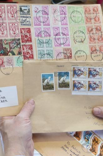 """Oude postzegels dreigen over twee jaar niks meer waard te zijn: """"100.000 verzamelaars zijn geld én hobby kwijt"""""""