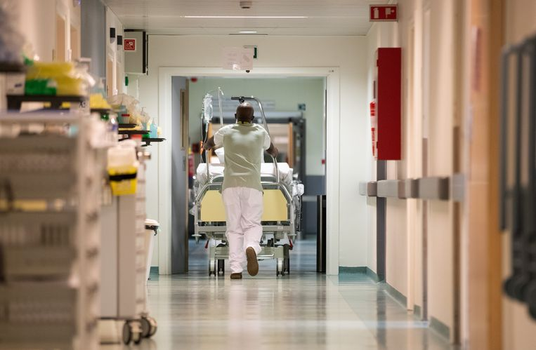 Lopen de Brusselse ziekenhuizen straks weer vol bij een vierde golf?  Beeld BELGA