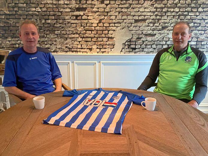 Jan Poortvliet (rechts) wordt de nieuwe hoofdtrainer van FC Eindhoven AV.  Peter Coumans (links) is de huidige hoofdtrainer van de club en wordt volgend seizoen de assistent van Poortvliet.