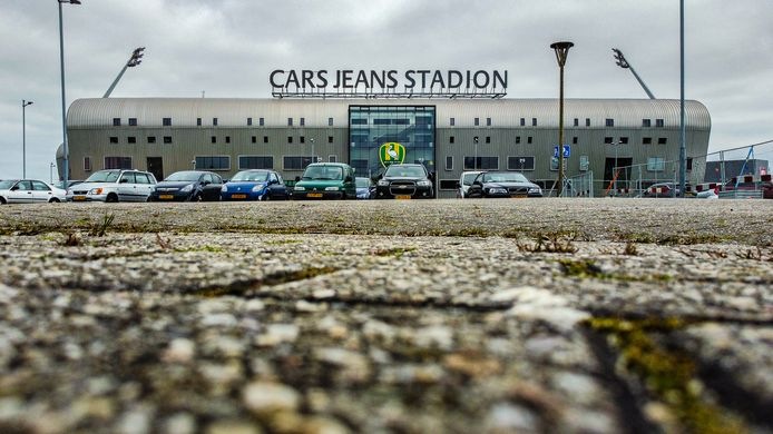 De hoge huurlasten voor het Cars Jeans Stadion vormen al maandenlang een struikelblok in het overnameproces van ADO Den Haag. De gemeente hield onderhandelingen daarover structureel af.