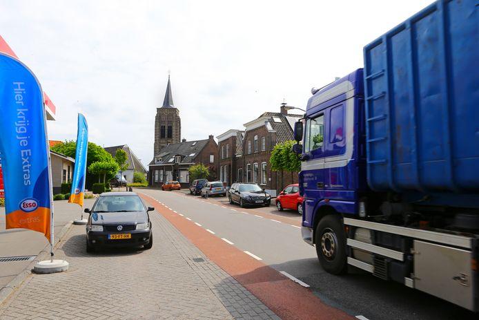 Zwaar verkeer uit de dorpskern van Groot-Ammers weren, dat is het doel van de aanleg van een randweg.