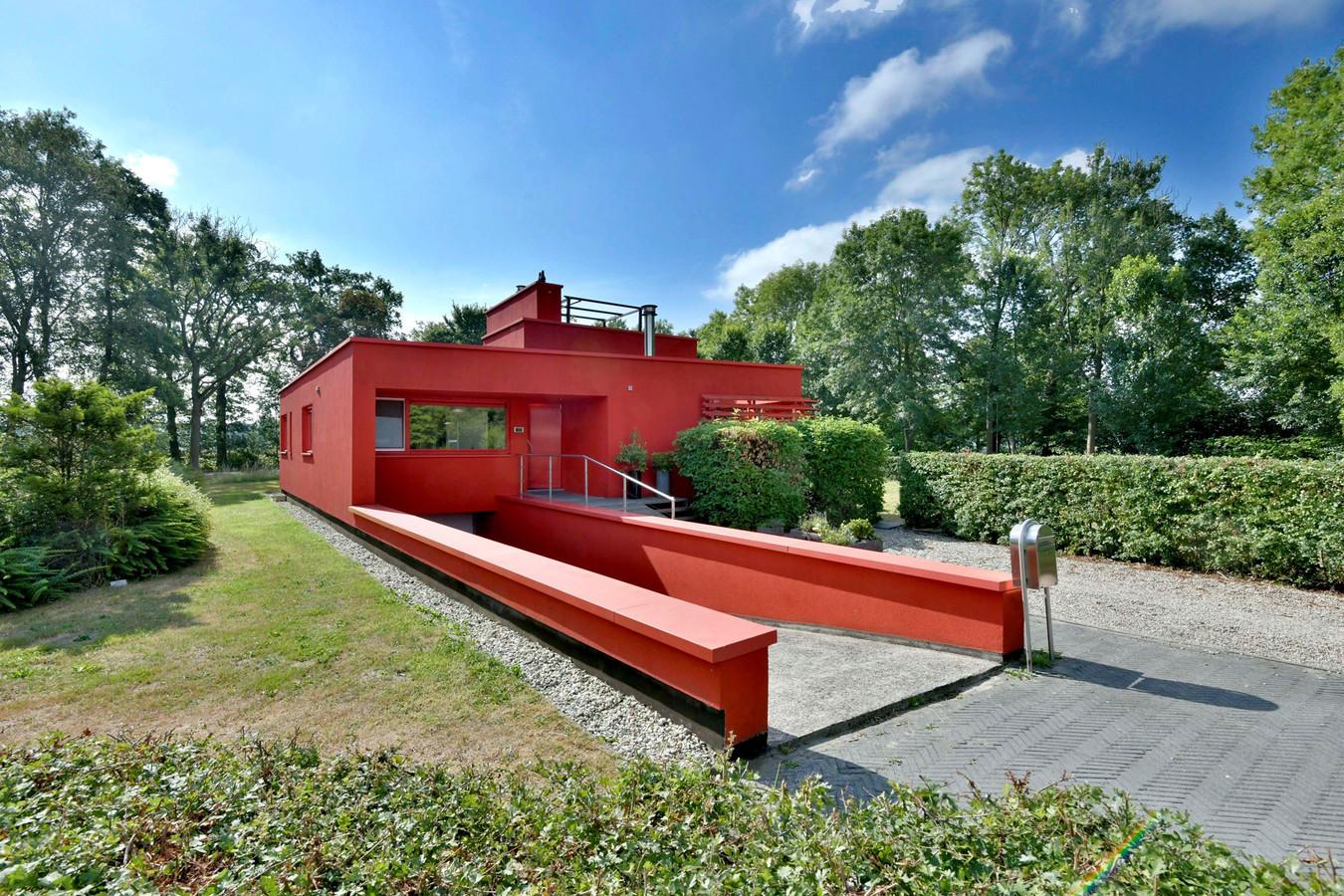 DE garage-ingang van het rode huis in Deventer.