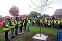 Zo'n honderd leerlingen hielden woensdag een herdenkingsmoment aan de vredesboom.