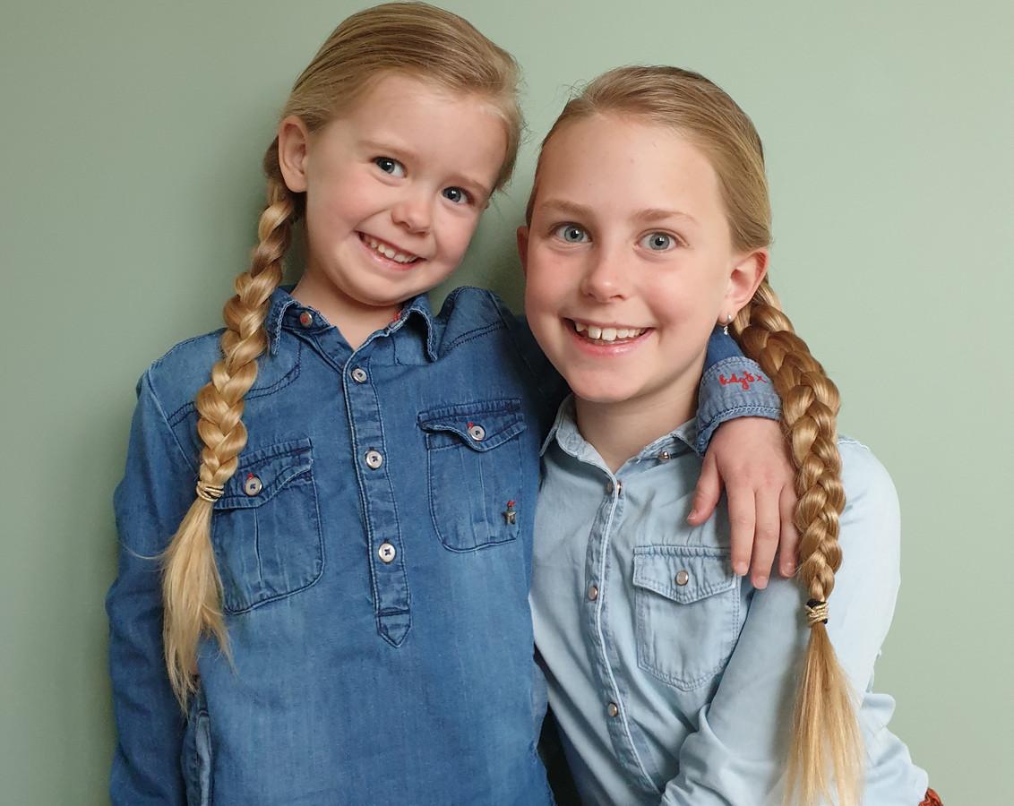 Aniek van 4 jaar met haar zus Mijke van 9.