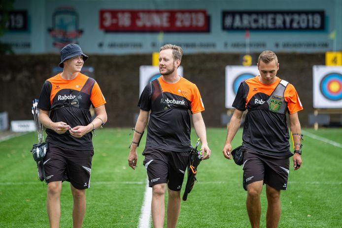 Het olympische recurvetrio Sjef van den Berg, Rick van der Ven, Steve Wijler (v.l.n.r.) vertegenwoordigt Nederland ook op de komende EK.