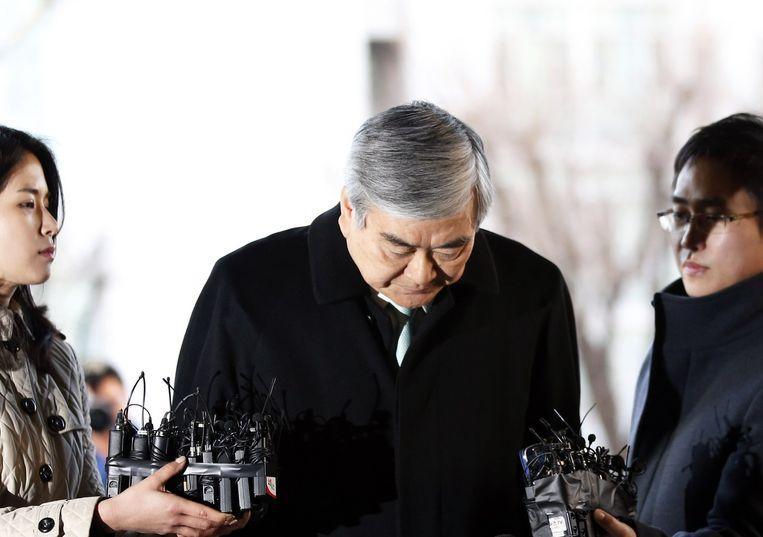 De vader van Cho, die topman is van Korean Air,vlak voor zijn getuigenis in de rechtszaal.