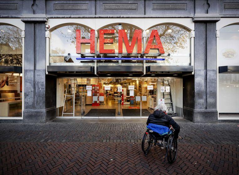 Een Hema-filiaal in Utrecht, gesloten vanwege de lockdown. Die kost het winkelbedrijf tien miljoen euro per week. Beeld EPA