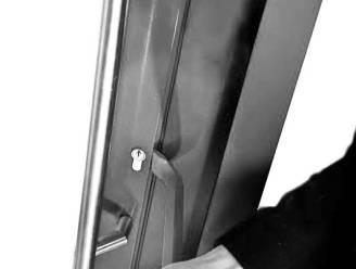 Inbreker (33) meteen opgepakt net nadat hij glazen deur stuksloeg