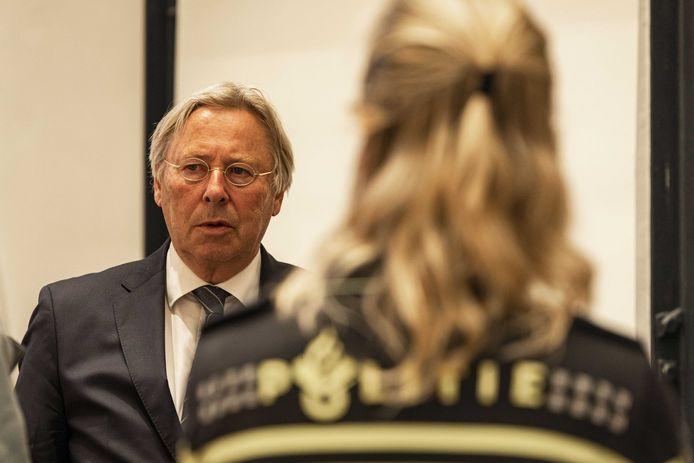 Waarnemend burgemeester Peter den Oudsten vorige week tijdens een schorsing van een ingelaste commissievergadering van de gemeenteraad over de onlusten in een aantal Utrechtse wijken.