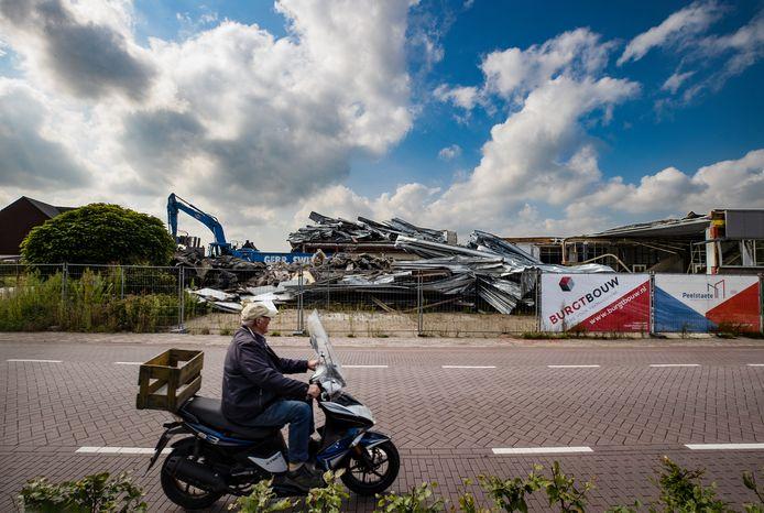 De sloop van de kartonfabriek van de gebroeders Nies ligt stil