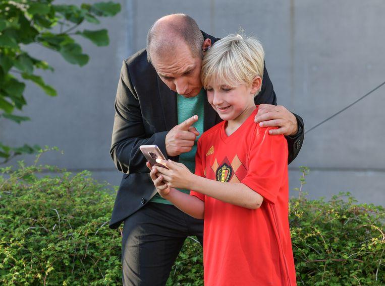 Natuurlijk heeft Vannieuwkerke tijd voor een selfie met een kleine fan.