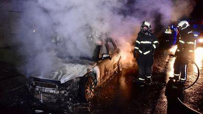 Vijf dagen na aankoop: Mercedes brandt helemaal uit
