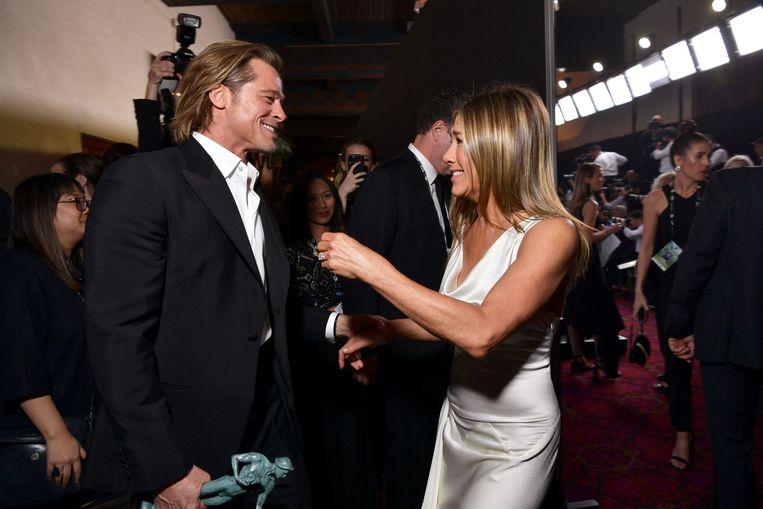 Brad Pitt en Jennifer Aniston bij de SAG Awards. Beeld AFP