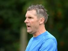 Trainer Henny Queens blijft voetbalclub Heumen trouw