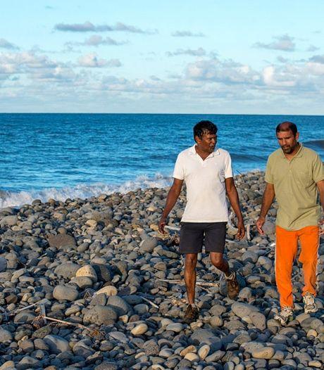 Plastic flesjes en koffer aangespoeld op Réunion
