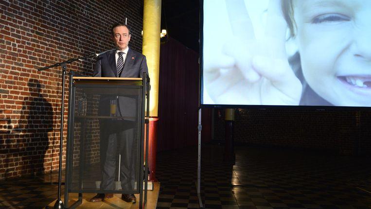N-VA-voorzitter Bart De Wever stelde gisteren de congresteksten voor. Beeld BELGA
