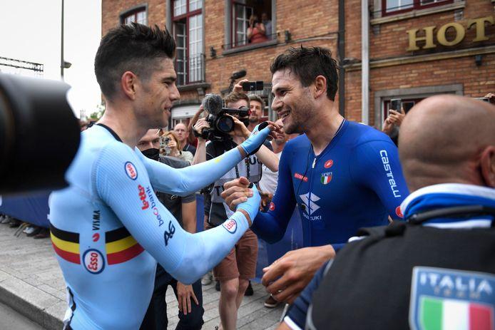 Malgré son immense déception, Wout Van Aert a été le premier à féliciter Filippo Ganna, dimanche, à Bruges.