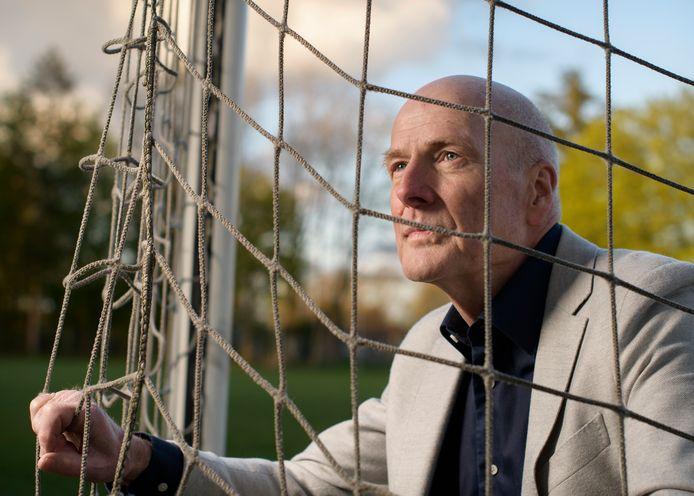 """Henk Bolhaar vreest voor de solidariteit in Twentse voetbalwereld. """"De samenwerking van Achilles Enschede met voetbalschool PFA betekent dat er straks op commerciële basis clubvoetbal wordt gespeeld."""""""