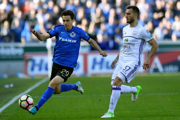 Dorin Rotariu vorig seizoen tegen Anderlecht en Obradovic. Beeld photo_news