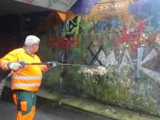 Woede om hakenkruizen in spoortunnel Apeldoorn: 'Juist in een week dat veel veteranen hier zijn'