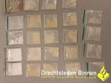 Aangehouden man verstopt 22 zakjes drugs in zijn onderbroek