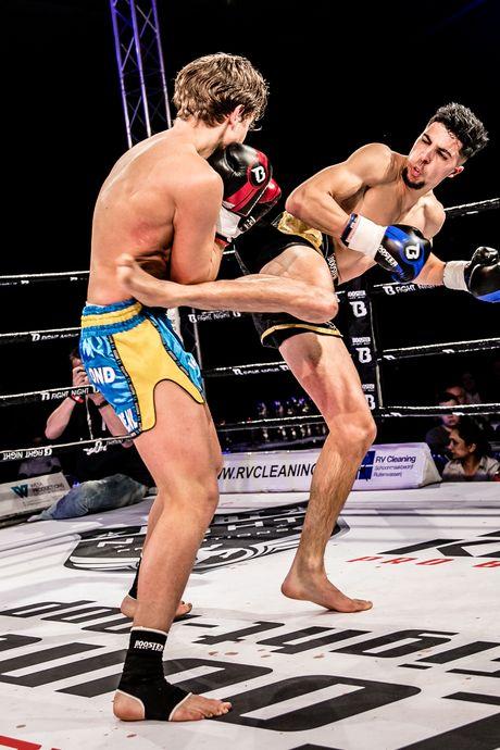 Kickbokser Anis Karkach heeft ritme te pakken; 'Knietje op zijn hoofd was écht raak'