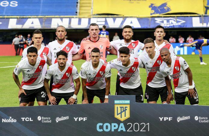 De basisploeg van River, met onder anderen Matias Suarez (onder, derde van links).