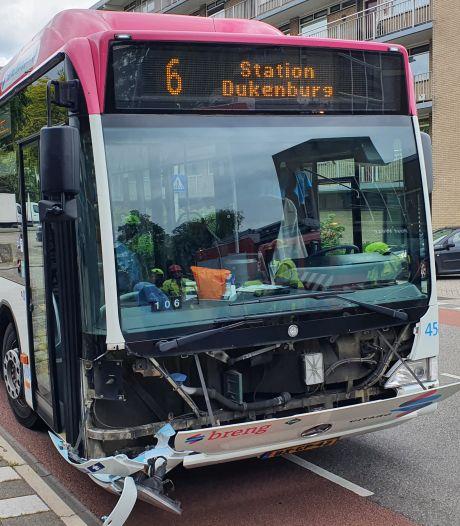 Alweer een botsing tussen een auto en een stadsbus in Nijmegen
