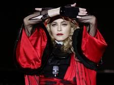 Madonna zingt met net geadopteerde tweeling