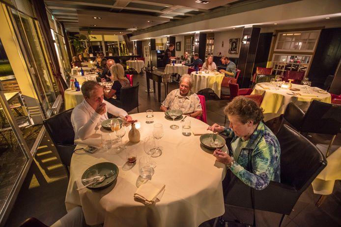 Dineren in de Karpendonkse Hoeve in Eindhoven (Over de Tong)