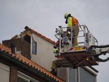 Stukken spatten van de dakkapel door blikseminslag, autoruit sneuvelt in Boxmeer