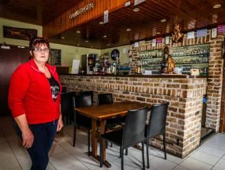 """Cafébazin heeft op geen enkele coronapremie recht: """"Werk nu als interim bij Colruyt om vaste kosten te betalen. Anders wenkt faillissement"""""""