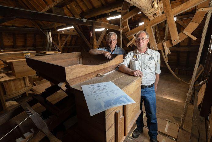 Robert Hoffman (voor) en Hub van Erve in de Genneper Watermolen.
