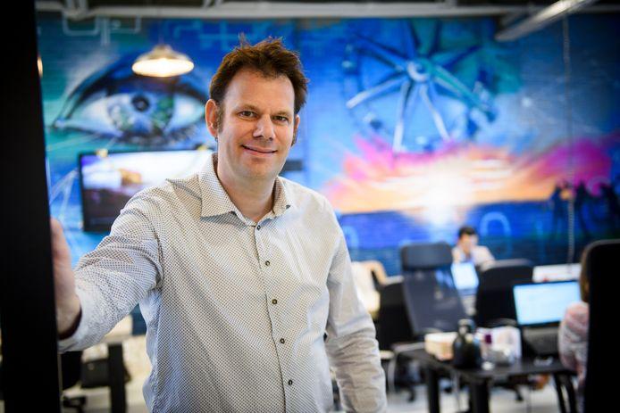 Serge Beniers van Bright Cape in de werkruimte in het kerkje in de wijk Stratum in Eindhoven waar het bedrijf huist.