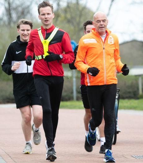 Na 100 kilometer hardlopen heeft Hardenberger René van der Beek ruim 3.000 euro binnen voor Kika
