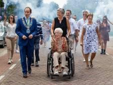 Dorp loopt uit voor optocht ter ere van 100-jarige Miet