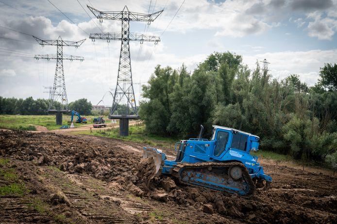 Dijkverzwaring aan de Oosterhoutse dijk.