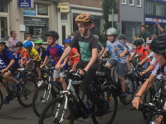 Start van een Dikke Banden-race voor de jeugd.