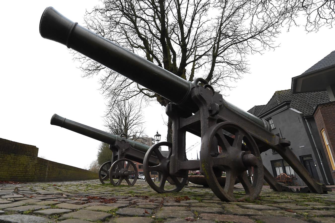 Grave had ter verdediging de kanonnen gericht op het Land van Cuijk. Maar die stelling wordt nu verlaten. 'Herindelen' is het nieuwe credo.