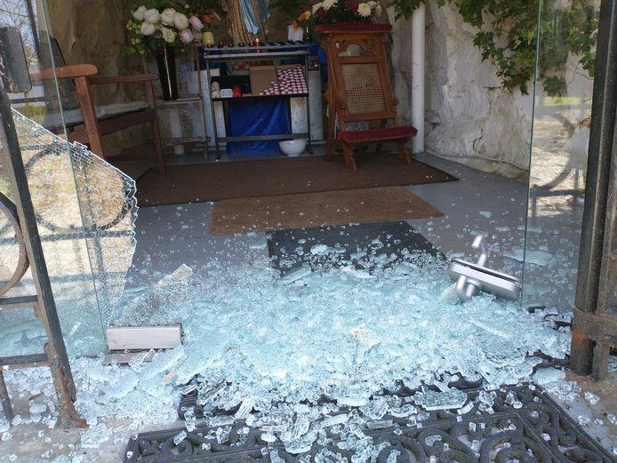 De vernieling bij de Mariagrot van afgelopen weekend was de druppel die de CDA-emmer deed overlopen. De gemeente moet aan de bak om de overlast in Heinkenszand aan te pakken, vinden de christen-democraten.