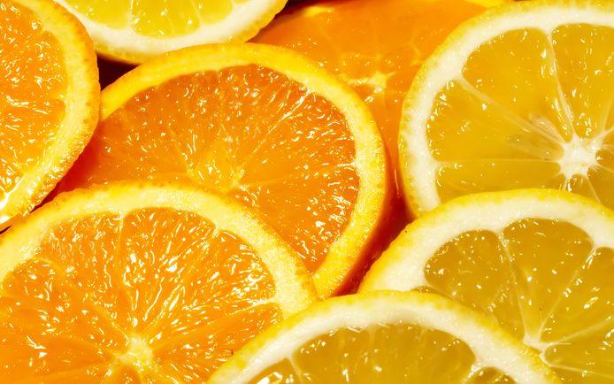 Echte sinaasappelwijn is gemaakt van honderd procent sinaasappels.