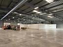 Het vaccinatiecentrum in een loods op het militair vliegveld in Brasschaat is volop in opbouw.