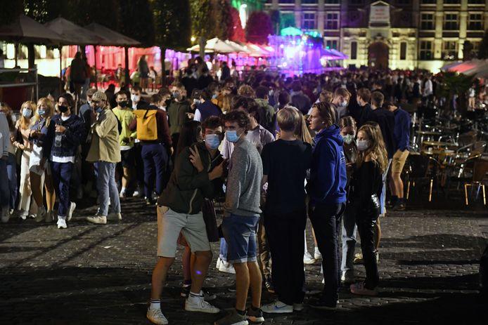 Het was erg druk op de terrasjes van de Oude Markt in Leuven, de eerste avond van het academiejaar...